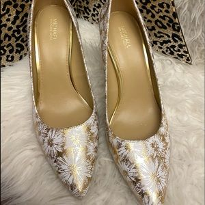 New Gorgeous Gold & White Michael Kors Pumps